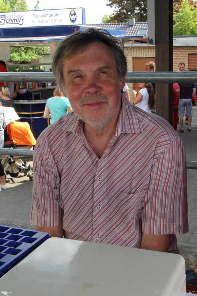 Jochen Niggemeyer an der Kasse