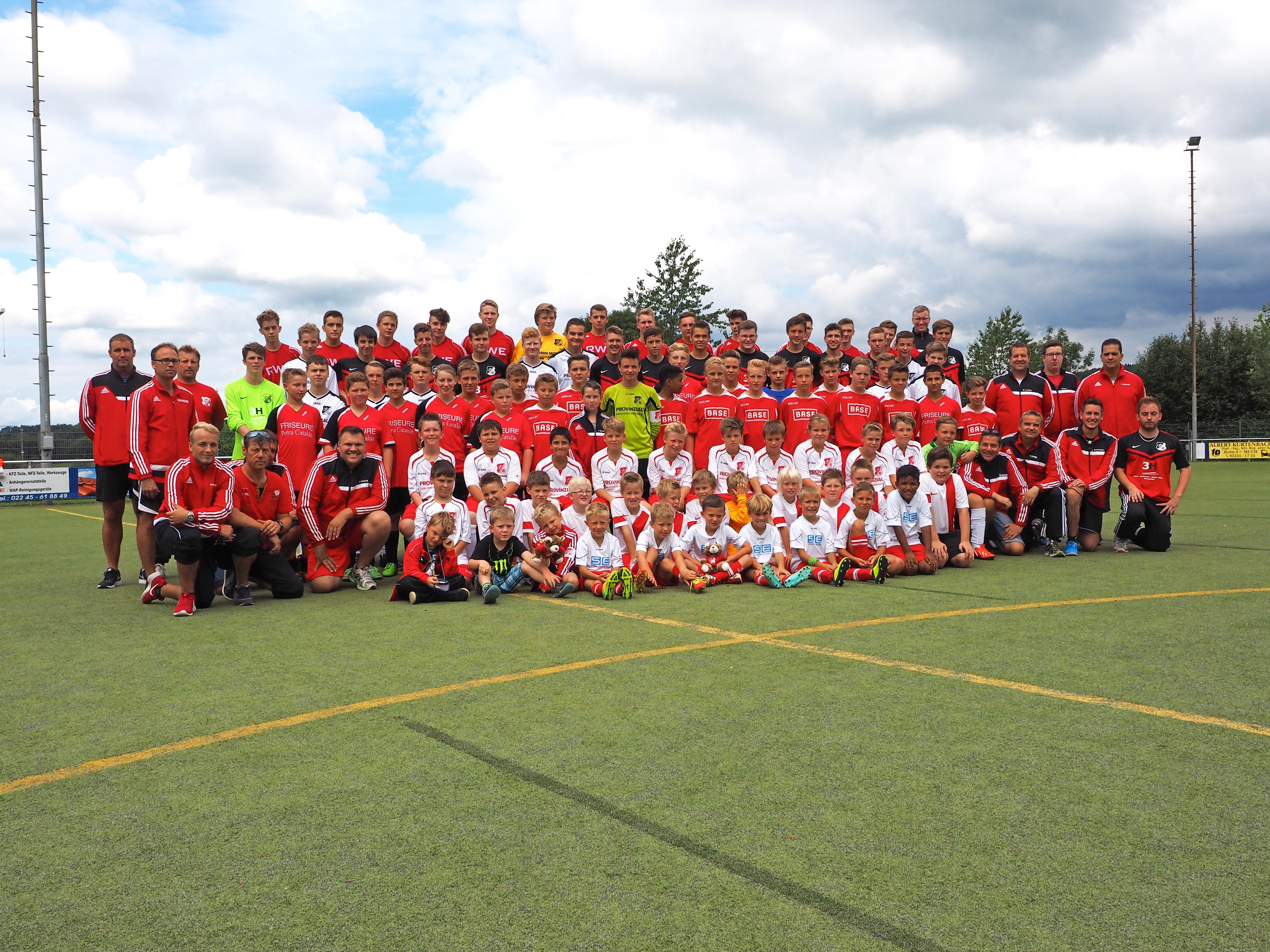 Jugendspieler/innen und Trainer 2015/16